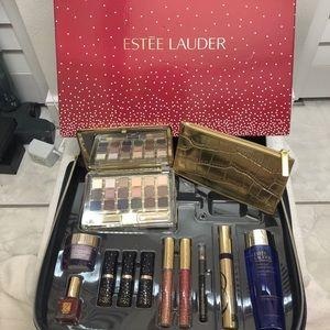 ❤️ Estée Lauder makeup kit full size